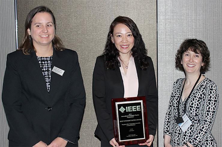 Alex Guo presented with IEEE IRPS 2016 Best Student Paper Award