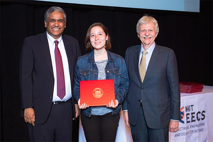 Allison Lemus wins SuperUROP Outstanding Research Project Award